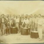 Български подофицери от групата при Ботаническата градина в Атина са заставени да мият казани, защото уж не проявявали готовност за работа, август 1919 г.
